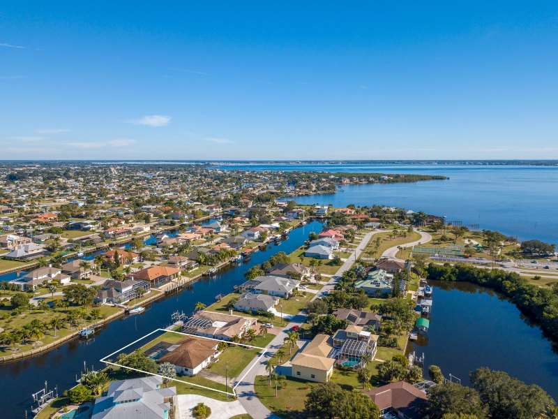 Perfectly Located Spacious Port Charlotte Home