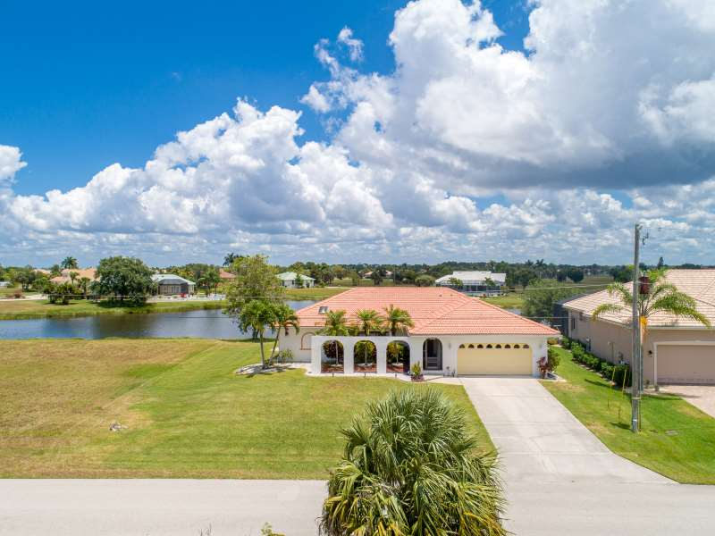 Fabulous Waterfront Burnt Store Lakes Home